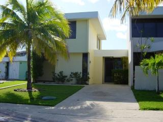 Luquillo Beach Villa Exciting Family Trip Vacation - Luquillo vacation rentals