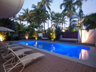 SUNSEEKER PENTHOUSE, ROOFTOP TERRACE, FREE WIFI(2) - Daintree vacation rentals