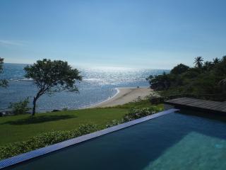 Cave Canem De luxe 4 Bedrooms Beachfront Villa - Savanna La Mar vacation rentals