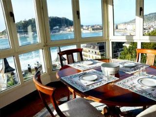Beautiful with an Astonishing view of Beach WIFI - San Sebastian - Donostia vacation rentals