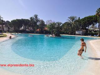 "El Presidente ""KENT"" Beachside, Heated Pool + wifi - Estepona vacation rentals"