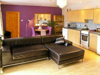 BAMBOO PLACE, ground floor accommodation, king-size bed, central location in Blaenau Ffestiniog, Ref 15203 - Beddgelert vacation rentals