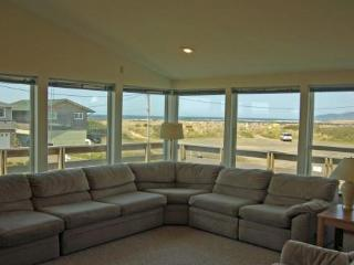 Dunstan's, Ocean View, 1/2 Block to Beach, Wi-Fi - Rockaway Beach vacation rentals