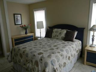 BUDGET RENTAL 1 BLK TO GREAT BEACH!- PLEASURE PIER - Galveston vacation rentals