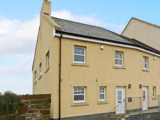 SOUTH CRESCENT COTTAGE, pet-friendly cottage with sea views, and two bedrooms, in Garlieston, Ref 13307 - Kirkcudbright vacation rentals