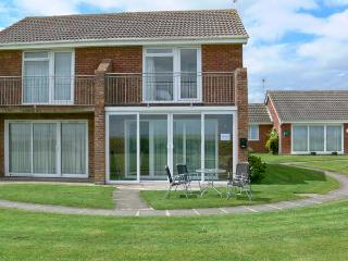 SEASCAPE sea views, family friendly, next to beach in Kessingland Ref 11801 - Suffolk vacation rentals