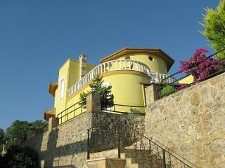 Large 3 Bedroomed Villa in Alanya on the Med Coast - Alanya vacation rentals