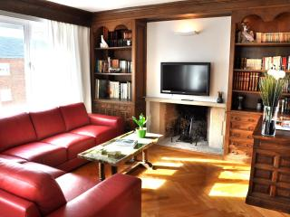 LUX 3 BEDROOMS, in the heart of Madrid's MOST CHIC - Madrid vacation rentals