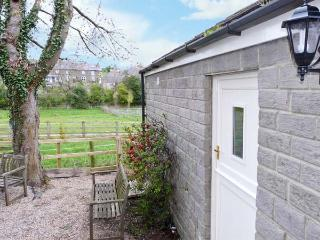 LAIR CLOSE COTTAGE romantic, studio accommodation in village of Shaw Mills near Harrogate Ref 14081 - Ferrensby vacation rentals