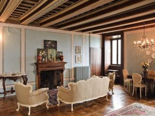 Eighteenth-century dwelling in a dominant position - Montedinove vacation rentals