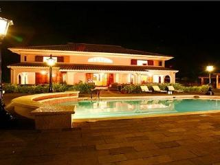 PARADISE PSS - 43697 - POPULAR 4 BED BEACHFRONT VILLA - OCHO RIOS - Montego Bay vacation rentals