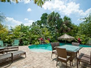 Lounge area - Minnie Cottage - 125 47th St - Holmes Beach - rentals
