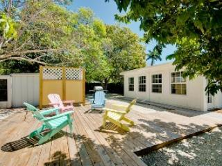 Back yard - Maple Cottage-120 Maple - Anna Maria - rentals
