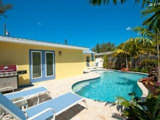 Pool area - Sweet Retreat Cottage-748 NoSh - Anna Maria - rentals
