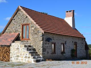 Gite Etoile Bleu - perfect getaway for couples - Clugnat vacation rentals