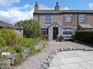 PYE HALL COTTAGE, spacious accommodation, attractive garden, close to walks, nature reserve, coast, in Silverdale, Ref 11939 - Cartmel vacation rentals