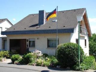 Vacation Apartment in Linz am Rhein - 484 sqft, high quaility, comfortable, relaxing (# 2739) - Welschneudorf vacation rentals