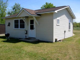 2 Bedroom Cottage in Lake Michigan Resort Village - Brethren vacation rentals