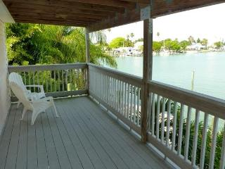 Beautiful waterfront apartment with stunning views - Madeira Beach vacation rentals