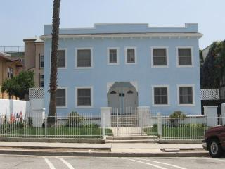 Large two bedroom apartment in Hollywood!!! - Los Angeles vacation rentals