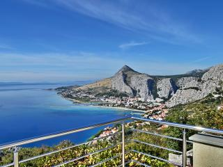 Pikolo Apartments - Yellow apartment - Omis vacation rentals