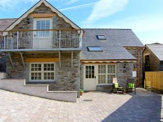 YSGUBOR ISAF, quality accommodation, en-suites, ground floor bedrooms, farm setting near Newcastle Emlyn, Ref 16579 - Newcastle Emlyn vacation rentals