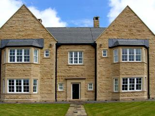 BURNHOPE SHOOTING LODGE, nine en-suite bedrooms, fishing, snooker table in Stanhope Ref 13416 - Stanhope vacation rentals