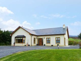 KISSANE'S COTTAGE, detached cottage with open fire, woodburning stove, and Jacuzzi, close to Beaufort, County Kerry, Ref 14753 - Glenbeigh vacation rentals