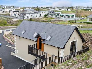 DERRYBEG APARTMENT near to coast, family friendly in Derrybeg, County Galway, Ref 16242 - Bunbeg vacation rentals