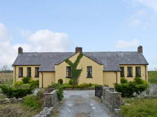 CASHEL SCHOOLHOUSE, unusual, welcoming cottage, en-suites, garden, Ref 15900 - Charlestown vacation rentals