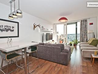 Stylish 2 bed with balcony & views, Dalston - London vacation rentals