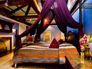 Luxury Suite, Moroccan Furnishings, Boston - Boston vacation rentals