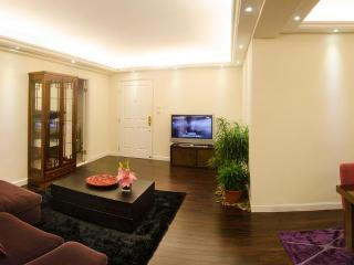Harbourview Executive luxurious 2 bedroom flat - Hong Kong vacation rentals