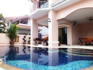 Spacious 4 Bedroom Villa Private  Pool / Jacuzzi - Na Chom Thian vacation rentals