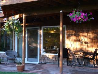 Lovely, Relaxing, WOMEN-ONLY Seattle Garden Studio - Seattle vacation rentals