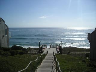 Ocean Front Condo Complex-Partial View Hear Waves! - Schurz vacation rentals
