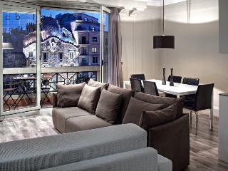 Paseo de Gracia, Balcony view to Gaudi Casa Batlo - Barcelona vacation rentals