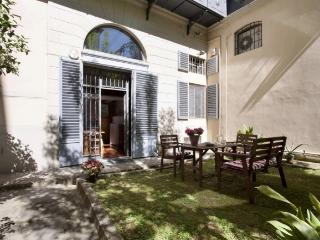 2 Bedroom Apartment with Courtyard in Florence Center - Venice vacation rentals