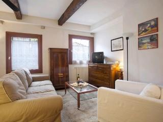 A large and cosy apartment in a quiet and typical residential neighbourhood - Venice vacation rentals