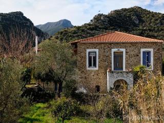 3 bedroom stone house in Xirokambi, Sparta - Gythion vacation rentals