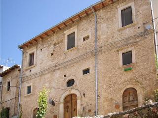 4 bedrooms in ancient house,Navelli,center Italy - Castelvecchio Subequo vacation rentals