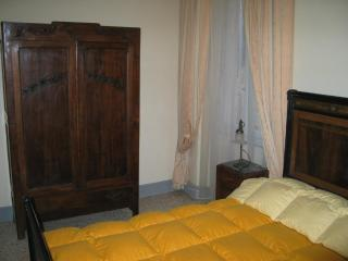Old-style 2 Bedroom Apartment in Florence - Florence vacation rentals