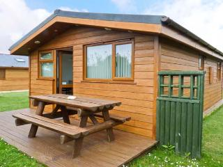 SOULS RETREAT, all ground floor holiday chalet on resort, two bedrooms, short drive to beaches in St Merryn, Ref 16857 - Wadebridge vacation rentals