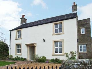 HEATHYLEE, character accommodation, garden, off road parking, in Longnor, Ref 7800 - Peak District National Park vacation rentals