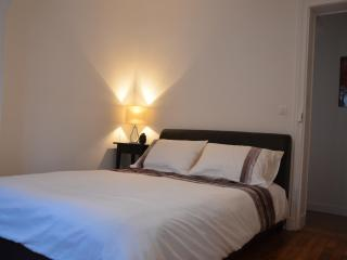 Trendy 1 Bedroom Apartment in Central Paris - Paris vacation rentals
