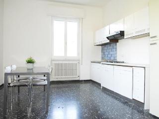 Apartment near 5 Terra & La Spezia sleeps 4 to 8 - La Spezia vacation rentals
