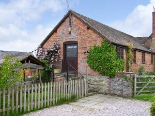 THE GRANARY on a working farm, all ground floor cottage in Craven Arms, Ref 15553 - Craven Arms vacation rentals