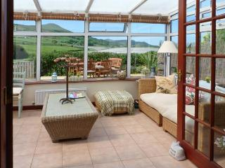 BROOK COTTAGE, woodburning stove, conservatory, decked area with countryside views in Falkland, Ref 16253 - Fife & Saint Andrews vacation rentals