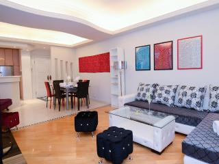 DeLUXE MODERN WOW VIEW MTR BIG 3bed2bath MTR CHEAP - Hong Kong vacation rentals