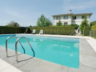 Private villa with pool and garden of 4,000 m2 - Pontevedra vacation rentals